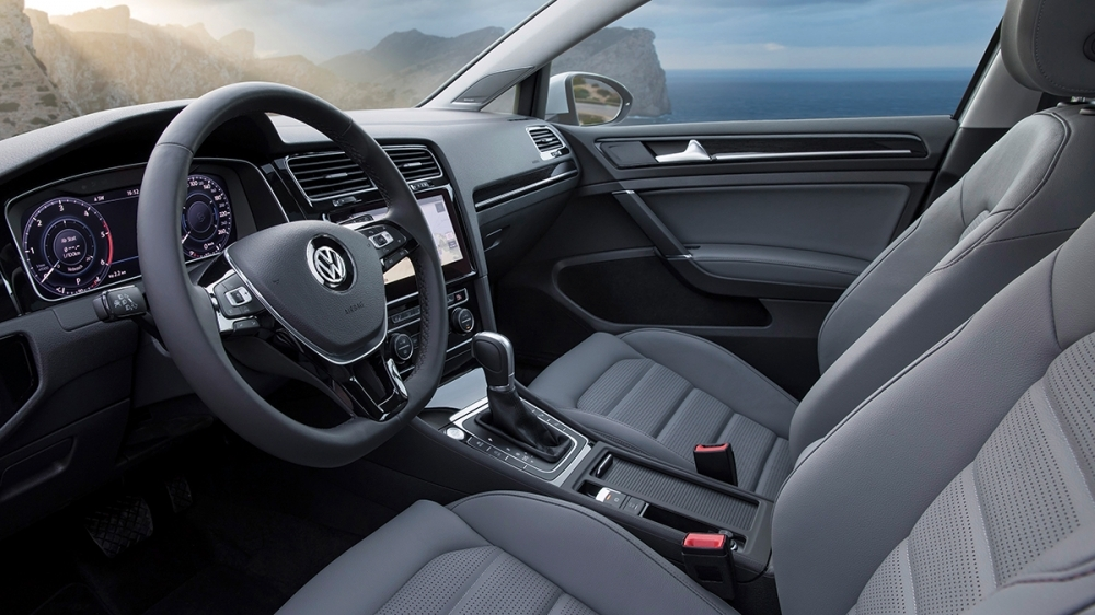 Volkswagen_Golf(NEW)_230 TSI Trendline