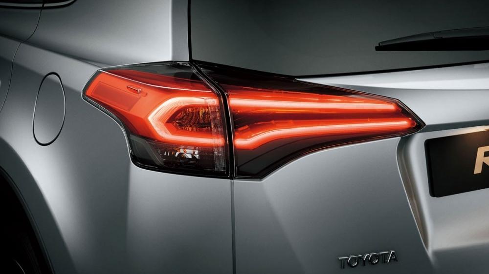 Toyota_RAV4_2.0豪華