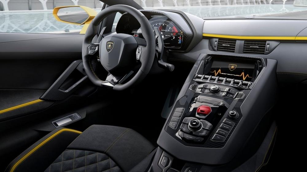 Lamborghini_Aventador S Coupe_V12