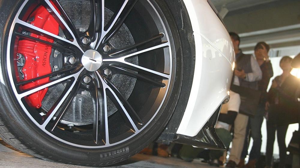 Aston Martin_Vanquish_6.0 V12